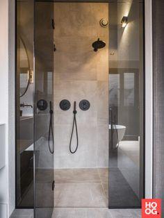 Tiny House Bathroom, Bathroom Toilets, Small Bathroom, Shabby Chic Interiors, Shabby Chic Decor, Bathroom Inspo, Bathroom Inspiration, Bathroom Ideas, Chic Bathrooms