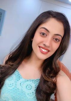 Cute Love Couple, Cute Couple Videos, Ushna Shah, Aditi Sharma, Most Beautiful Indian Actress, Indian Actresses, Cute Couples, Stylish, Alien Girl