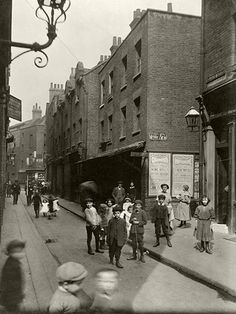 Spitalfields: looking north on Sandys Row, corner of Frying Pan Alley. La Tagliata is now in the middle of the block on the right. Victorian Life, Victorian London, Vintage London, Old London, Liverpool Street, London Street, Dorset Street, London Life, London History