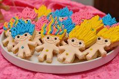 How to Throw a Colorful Rock n Troll Birthday Bash via Brit + Co Trolls Party, Trolls Birthday Party, 6th Birthday Parties, Birthday Bash, Girl Birthday, Birthday Ideas, Bowl Cake, Troll Dolls, Cupcakes