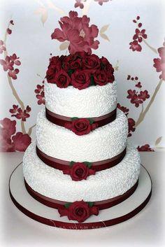 Inspire-se na decoração de casamento vermelho e branco As cores exercem um papel visual importante principalmente quando são utilizadas na decoração de festas e eventos como o casamento, um dos dias mais importantes da vida de um casal. Acertar nas cores para a paleta da decoração do casamento pode influenciar no humor dos noivos e …