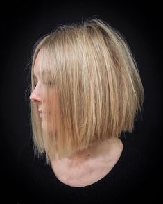 Straight Blonde Bob For Stylish Girls Are you curious to find out creative ideas of exquisite blunt bob hairstyles Have a look at our collection and get inspired! Bob Haircuts For Women, Short Bob Haircuts, Blunt Bob Hairstyles, Hairstyles Haircuts, Blunt Bob Medium, Medium Cut, Medium Hair Styles, Short Hair Styles, Blonder Bob