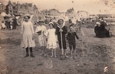 Jeanne and René Peyroulan and friends ready for the beach  Les Sables-d'Olonne, 1910 Source: pellethepoet / flickr