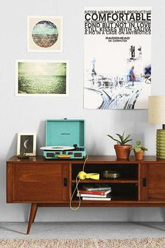 How to style a record player: How to modernly style a turntable for the office
