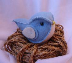 Consulte as cores , chaveirinho de passarinhos em feltro. <br>o ninho não acompanha o passarinho!! <br>pedido minimo 5 unidades