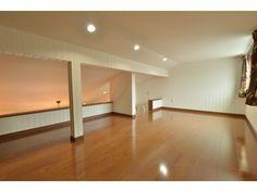 小屋裏収納:<br /> 7帖の小屋裏収納は、主寝室を勾配天井にすることで生まれたスペース。