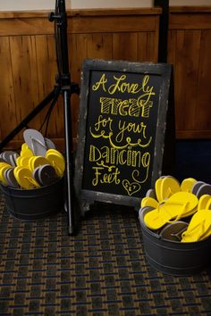 A lovely treat for your dancing feet! Flip flops for guests! image: Ryan Nicole Photography