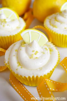 : Lemon Cupcakes with Perfect Lemon Curd Filling and. Lemon Cupcakes, Yummy Cupcakes, Cupcake Cookies, Cupcake Flavors, Cupcake Recipes, Dessert Recipes, Cap Cake, Delicious Desserts, Yummy Food