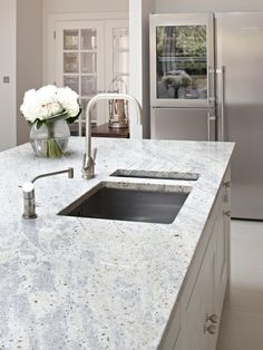 Kashmir White Granite worktop with integrated sink and drainer. Kashmir White Granite, White Granite Kitchen, White Kitchens, Country Kitchen Island, Country Kitchen Designs, Kitchen Worktop, Kitchen Countertops, Granite Worktops, Kitchen Cabinets