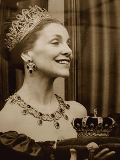 Doreen, Marchioness of Londonderry.  B. 1937. Principal of the touring company of the Royal Ballet 1960-70.  Married the 9th Marquis of Londonderry in 1972.  Retired 1974.  Two children of the marriage, including the present marquis.  She and 9th marquis divorced, but retained her title.