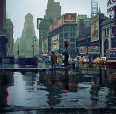New York, Mars 1943. «Times Square on a rainy day.»   Medium-format nitrate negative by John Vachon for the Office of War Information.