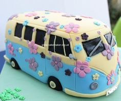 vw camper cake Dutton one for you? Crazy Cakes, Fancy Cakes, Cute Cakes, Pretty Cakes, Camper Van Cake, Camper Cakes, Vw Camper, Volkswagen Bus, Volkswagen Beetles