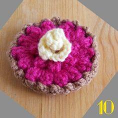 FREE Crochet Raspberry Pie Pattern and Tutorial