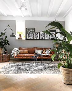 Home Living Room, Interior Design Living Room, Living Room Designs, Living Room Decor, Manly Living Room, Table Vintage, Minimalist Room, Living Room Inspiration, Home Decor
