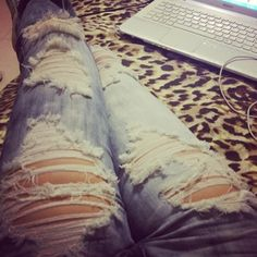 Loooove ripped jeans and that leopard print