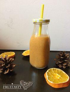 Smoothie mit Karotte, Mango, Birne, Orangensaft und Chiasamen