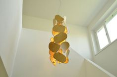 Petals - Chandelier made of used school chair backs School Chairs, Chair Backs, Table Lamp, Chandelier, Lighting, Home Decor, Lamp Table, Room Decor, Table Lamps