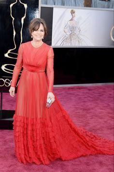 Todas las imágenes de celebrities y alfombra roja de los Oscars 2013: Sally Field de Valentino