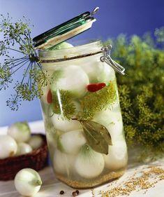 Reteta de ceapa murata. Un deliciu usor de preparat Canning Pickles, Romanian Food, Yummy Food, Tasty, Eat Smarter, Raw Food Recipes, Deli, Preserves, Celery