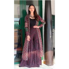Raksha Bandhan 2019 - Top Dressing Outfits Idea For Women. Party Wear Indian Dresses, Dress Indian Style, Pakistani Dresses, Party Dresses, Indian Attire, Indian Wear, Indian Outfits, Kurta Designs, Blouse Designs
