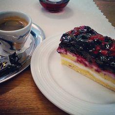 #upgroup #cake #homemade #forestfruit #coffeetime #coffee #dersut #dersutcaffè #chill #lazyday #lazymonday #summer #trutnov #upmaj