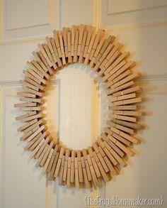 Coroa de Natal com molas de madeira