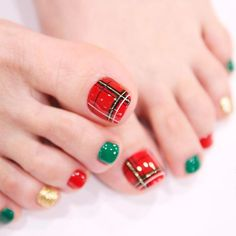 Are you searching for fun and super pretty nail designs for toes? We have a photo gallery featuring the trendiest toe nail designs. Diy Christmas Nail Art, Christmas Nail Art Designs, Holiday Nails, Christmas Toes, Christmas 2019, Nail Art Simple, Trendy Nail Art, Cute Nail Art Designs, Toe Nail Designs