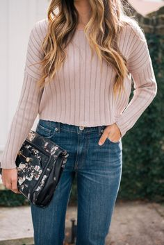 Gal Meets Glam Clean Slate - Express trench, sweater & jeans c/o & Derek Lam clutch Pop Fashion, Autumn Fashion, Fashion Outfits, Fashion Trends, Casual Outfits, Cute Outfits, Cold Weather Fashion, Gal Meets Glam, Sweaters And Jeans