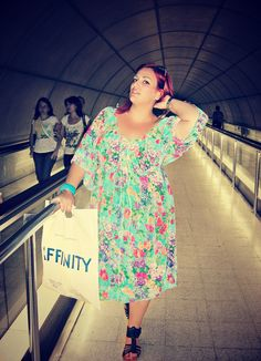 fashion moda plus size pretty curvy red hair bbw chubby girl woman blogger style outfit model