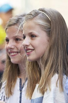 Princess Leonor of Spain (R) and sister Princess Sofia of Spain (L) visit the Can Prunera Museum on August 6, 2017 in Palma de Mallorca, Spain.