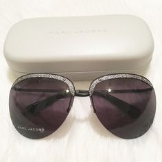 NEW Marc Jacobs Women's Rimless Sunglasses! NEW Marc Jacobs Women's Rimless Sunglasses! Frame color: Black. Silver metallic strip & small nail stud detailing along top of rim gives these an extra unique touch. Details: - Size: 64-12-125 (eye-bridge-temple) - Frame Material: Metal - Protection: 100% UVA/UVB - Case, dust cloth included - Made in Italy Marc Jacobs Accessories Sunglasses