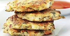 Veggie Fritters Hide heaps of veggies in these yummy fritters and watch the kids wolf them down! Make extra, and put them in the lunch box for school or work the next day. Vegetable Recipes, Vegetarian Recipes, Healthy Recipes, Yummy Recipes, Toddler Meals, Kids Meals, Toddler Food, Toddler Recipes, Haricot Azuki