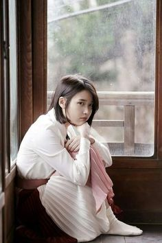 IU (아이유) - Picture @ HanCinema :: The Korean Movie and Drama Database Jung So Min, Iu Short Hair, Short Hair Styles, Long Hair, Iu Chat Shire, Korean Celebrities, Celebs, Korean Girl, Asian Girl