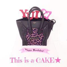 レオパード柄の鞄型ケーキ🎂 ケーキのお味はレッドベルベットケーキなんです⭐️(見えないけどw) #レオパード #鞄 #ブランド #誕生日ケーキ #celine #bag #fondantcake #fashion #handmade #detailobsessed #redvelvetcake #bagcake