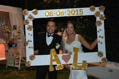 Photobooth bodas Wedding Photo Props, Wedding Photos, Wedding Tips, Wedding Planning, Photo Booth Frame, Party Rock, Wedding Frames, Box Frames, Traditional Wedding