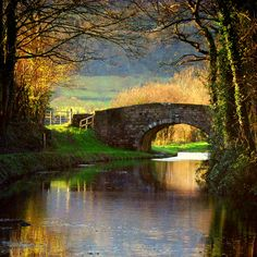 Bridge over Brecon Canal, Monmouthshire, Wales Croquis Architecture, Places To See, Places To Travel, Beautiful World, Beautiful Places, All Nature, English Countryside, Belle Photo, Dream Vacations