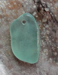 EXCELLENT GRAPHIC TUTORIAL- drilling sea glass...Perfect for if you want to make necklaces or earrings or something!