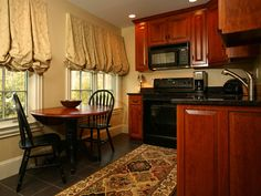 Balloon Shades can look heavy so go with light color and mount several inches above top of window. Fabric Roman Shades, Balloon Shades, Kitchen Fabric, Valance Curtains, Kitchen Cabinets, Windows, Diy, Home Decor, Decoration Home