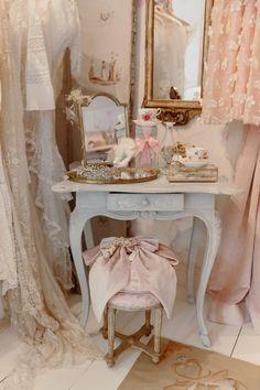 Glam Bedroom, Room Ideas Bedroom, Bedroom Decor, Princess Bedrooms, Pink Bedrooms, Pink Princess Room, Vintage Room, Style Vintage, Pink Vintage Bedroom