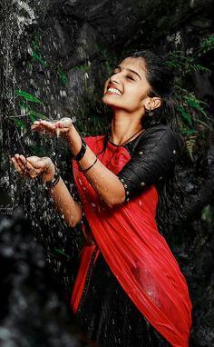 Indian Wedding Photography Poses, Wedding Couple Poses Photography, Girl Photography Poses, Dehati Girl Photo, Girl Photo Poses, Most Beautiful Bollywood Actress, Beautiful Indian Actress, Girl Pictures, Girl Photos