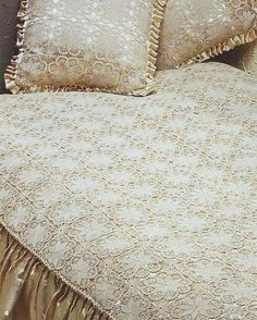 Dantel Yatak örtüleri Dantel Yatak örtü çeşitleri 2011 Dantel Pictures Bed Cover Sets, Bed Covers, Sequin Bedding, Designer Bed Sheets, Crochet Bedspread, Mattress Covers, Bedding Collections, Bed Spreads, Bed Frame