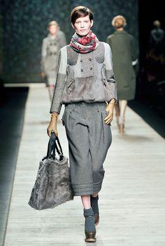 Kenzo Fall 2009 Ready-to-Wear Fashion Show - Iris Strubegger