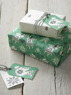 Christmas gift wrapping ideas.   If you like  ----- pin it for later!!!