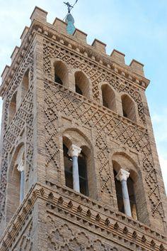 Arte mudejar en la torre de la Iglesia de San Gil en Zaragoza.