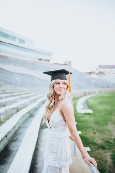 me/graduation lvphotography.me/graduation lvphotography.me/graduation Welcome to our - Girl Graduation Pictures, Graduation Picture Poses, College Graduation Pictures, Graduation Portraits, Graduation Photoshoot, Graduation Photography, Grad Pics, Grad Pictures, Graduation Dress College