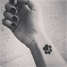 Resultado de imagen para tatuajes de huellas de perro