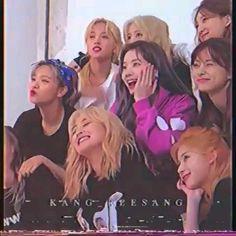 Aesthetic Indie, Aesthetic Videos, Girl Photo Poses, Girl Photos, Bts Video, Foto E Video, Kpop Girl Groups, Kpop Girls, Twice Video