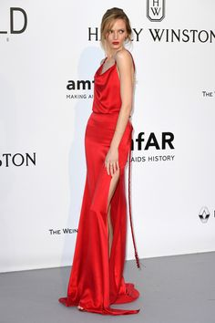 Hôtel du Cap-Eden-Roc welcomed the annual amfAR gala last night, sponsored by Harry Winston. The biggest models in the business took a break from the Cannes Film Festival to walk in support of AIDS research in the US, showcasing bespoke gowns and the New York jeweler's latest pieces. With Natasha Poly, Bella Hadid, Vanessa Paradis and Kirsten Dunst on the red carpet, see the evening in pictures.