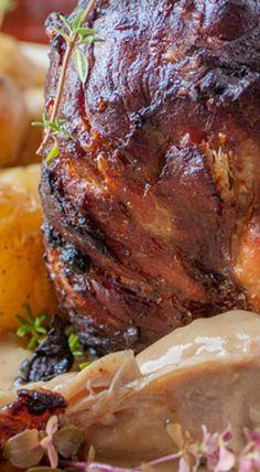 Schweinshaxe German Pork Knuckles (Step-by-step Pictures + Video) German Pork Shank Recipe, Pork Shanks Recipe, Best Pork Recipe, Pork Recipes, Cooking Recipes, Beef Knuckle Recipe, Roast Pork Knuckle, Lamb Dishes, Pork Dishes