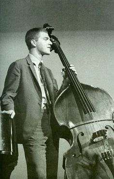 Changed the role of the bass in jazz with his innovative, challenging style. Although his career was short, caused by his tragic death at age Scott, Bill Evans, and Paul Motian transformed the piano trio genre of modern jazz. Jazz Artists, Jazz Musicians, Francis Wolff, Bill Evans, Classic Jazz, Free Jazz, Art Ancien, Cool Jazz, Double Bass
